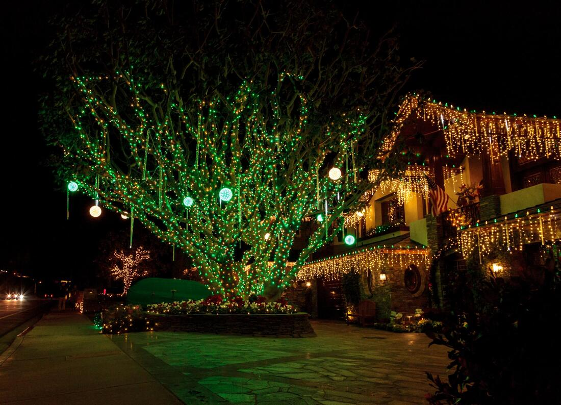 christmas light outdoors installs